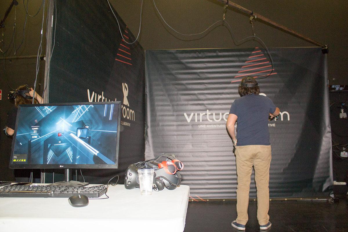 L'équipe du Ciné-club de M. Bobine testent la VR sur le salon Au Seuil de l'Imaginaire 2019